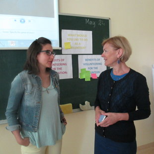 Matėja ir Rima po susitikimo su mokiniais. 2016